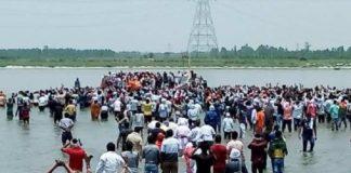 Massive crowd gathered for Shobhan Sarkar's death in Covid-19 Hotspot Kanpur